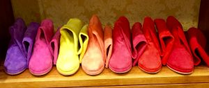 Suede boots in colors